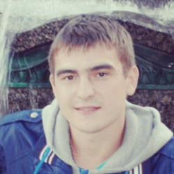 Заботливый парень ищет скромную симпатичную девушку в Кирове для интима.